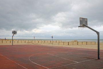 Basketballplatz am Strand von Johan Vanbockryck