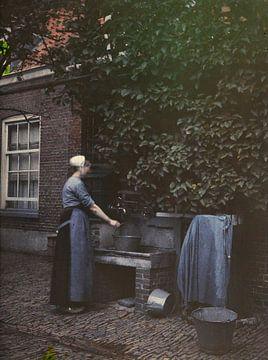 Vrouw bij waterpomp, ca. 1935