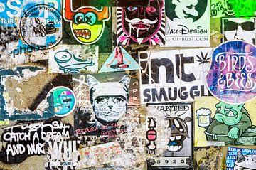 stickers, collage, urban, kleur van Ada van der Lugt