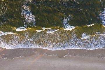 Strand en golven in Albeck op het eiland Usedom van Werner Dieterich