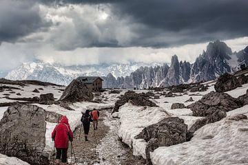 Der Spaziergang bei Tre Cime Di Lavaredo, Dolomiten Italien von Twan van den Hombergh