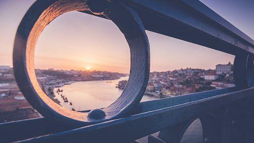Uitzicht op Porto bij zonsondergang