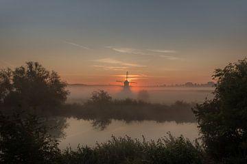 Un matin brumeux au moulin De Marsch à Lienden, Betuwe sur Moetwil en van Dijk - Fotografie