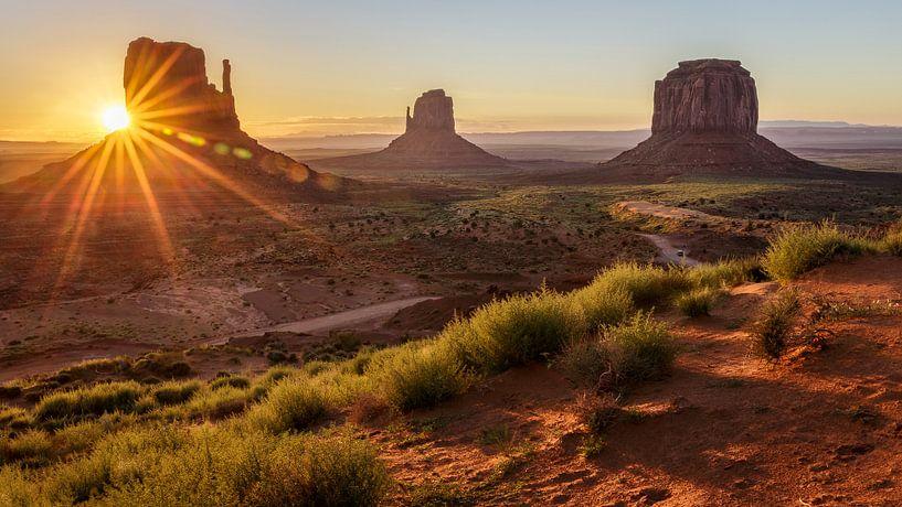 Sonnenaufgang Monument Valley von Edwin Mooijaart