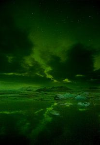 Noorderlicht boven ijsbergenmeer