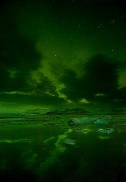 Noorderlicht boven ijsbergenmeer van René Wolters