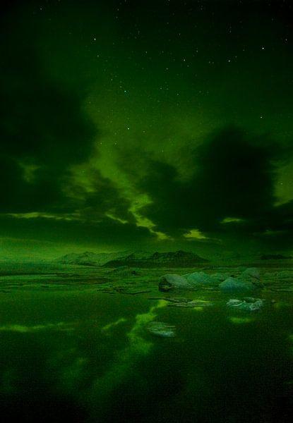 Noorderlicht boven ijsbergenmeer von René Wolters