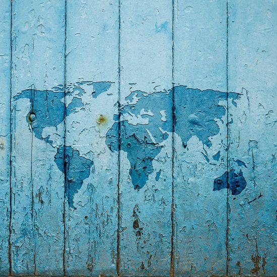 Wereldkaart op Blauw verweerd hout | Wandcirkel