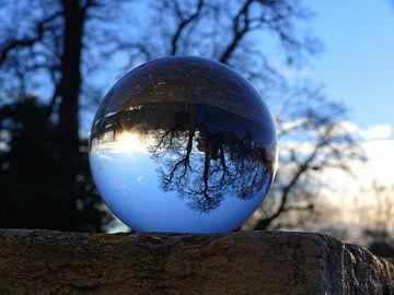 Wintertijd in de glazen bol, (glasbollenfotografie) van RaSch_Design