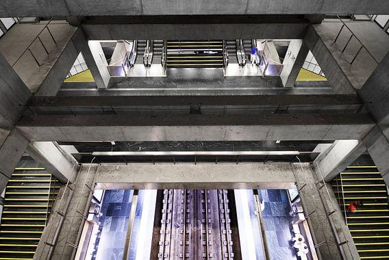 Lissabon Underground 1 van Dennis van de Water