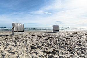 Chaises de plage blanches avec vue sur Sassnitz, Prora, Rügen sur GH Foto & Artdesign