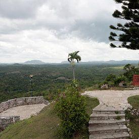Uitzicht over een vallei in Cuba. van Rijk van de Kaa