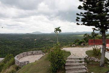 Uitzicht over een vallei in Cuba. von Rijk van de Kaa