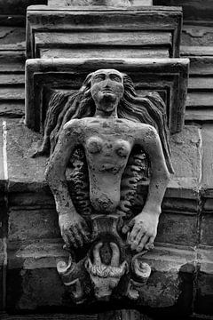 Stenen reliëf van Norman Krauß