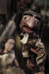 Marionetten an einer Schnur von Herman Peters