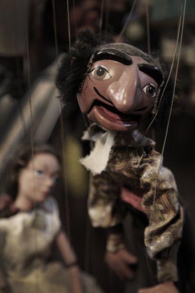Puppets on a string van Herman Peters