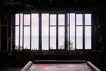 Verlassener dunkler Raum. von Roman Robroek