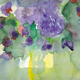Vase jaune transparent avec bouquet violet à l'aquarelle sur Catharina Mastenbroek