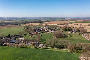 Luchtfoto van Bosschenhuizen een buurtschap van Simpelveld van John Kreukniet