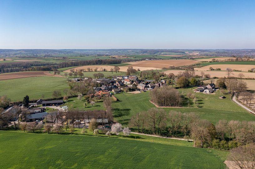 Luftaufnahme von Bosschenhuizen, einem Ortsteil von Simpelveld von John Kreukniet