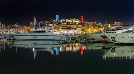 """Luxe jachten in de Oude Haven """"Le Vieux Port"""", Cannes, Alpes Maritime, Frankrijk van Rene van der Meer"""