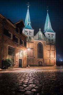Bergkerk van Deventer in de avond #1 van Edwin Mooijaart