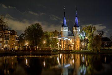 Oostpoort Delft in de avond van Peter Voogd