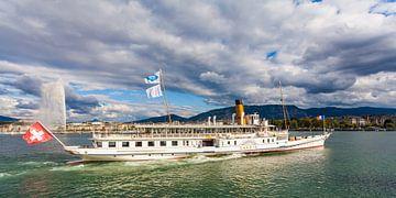 Roeisloep Savoie in Genève op het Meer van Genève van Werner Dieterich