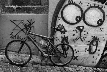 Bewaakte fiets in Ljubljana van Rudy De Moor