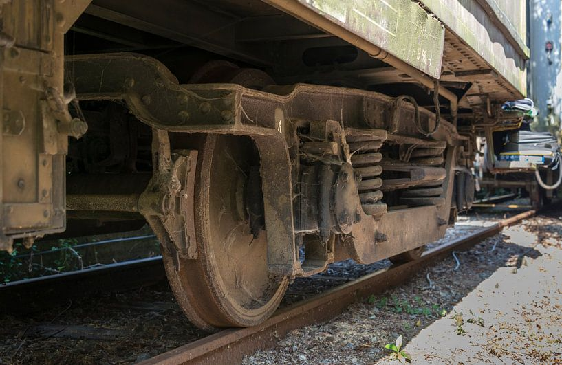 old rosted dirty wheels from train on railroad van Compuinfoto .