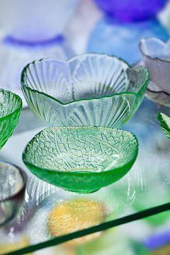 Modern design groene glazen schalen met een subtiel patroon van Tony Vingerhoets