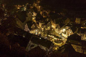 Nachtopname van de oude stad van Monschau van Gottfried Carls