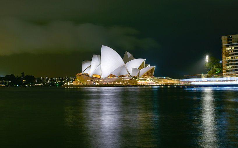 Sidney, Opera House in de avond van Atelier Liesjes