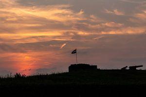Zonsondergang tijdens een zwoele zomeravond te Muiden van Maikel Dijkhuis