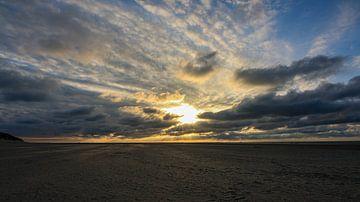 Strand von Texel mit Sonnenuntergang von Peter van Weel