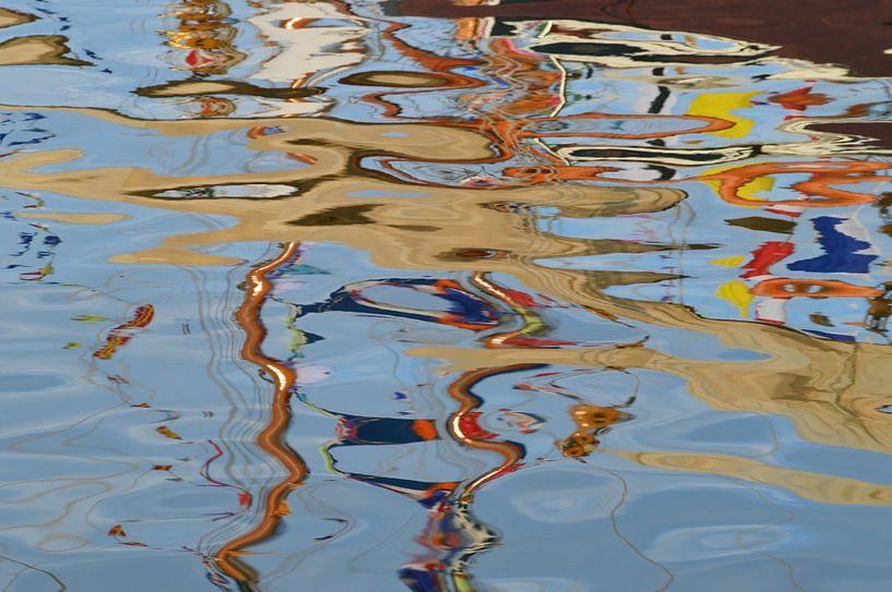 Boats in Harbor. von Marcel Huisman