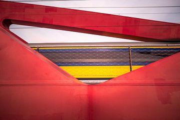 Intercity über die Eisenbahnbrücke in Zwolle von Peter van der Werf