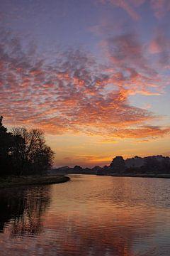 Nederlandse wolkenlucht met zonsopkomst van Marlou Beimers