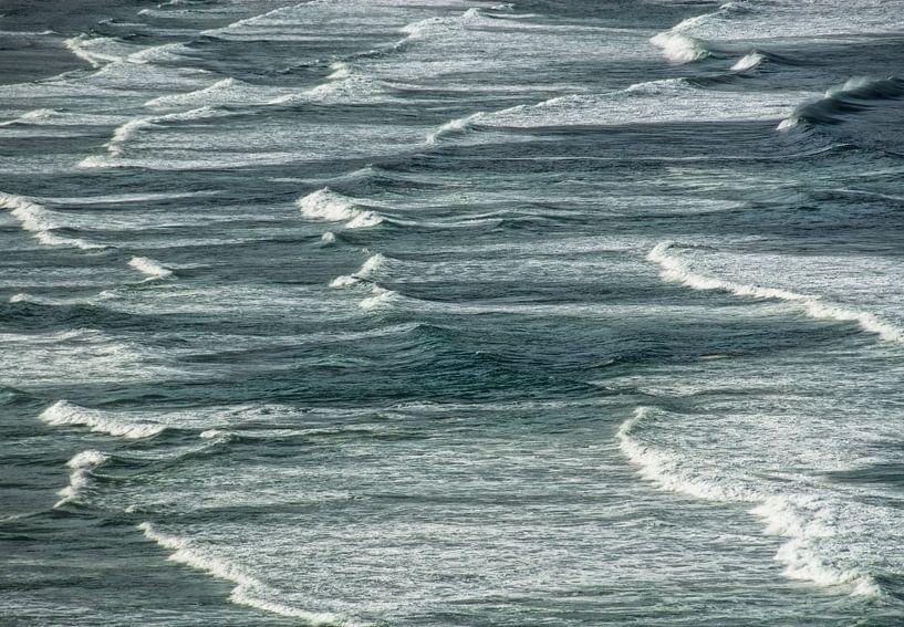 Kleine golfjes in de zee van Marcel van Balken
