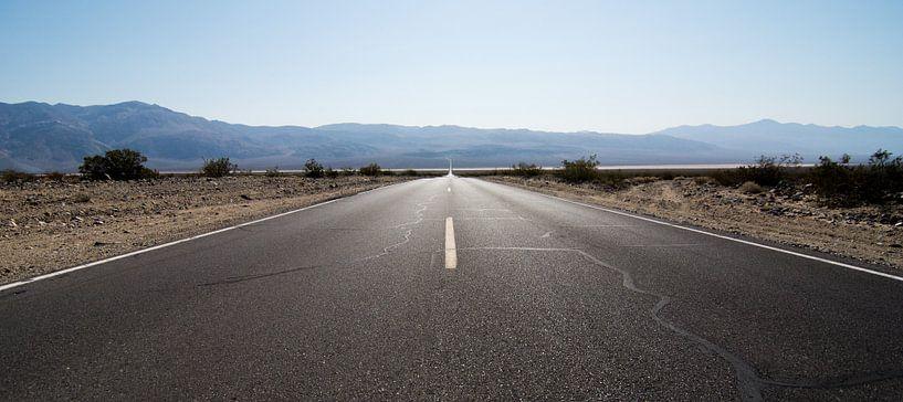 The road ahead is empty von Meneer Bos