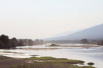 De rivier Struma vlak voor het meer Kerkini bij Megalochori van ADLER & Co / Caj Kessler
