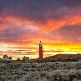 Vuurtoren van Texel tijdens een schitterende zonsondergang / Texel Lighthouse during a stunning suns von Justin Sinner Pictures ( Fotograaf op Texel)