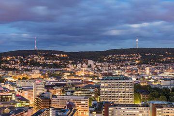Innenstadt von Stuttgart am Abend von Werner Dieterich