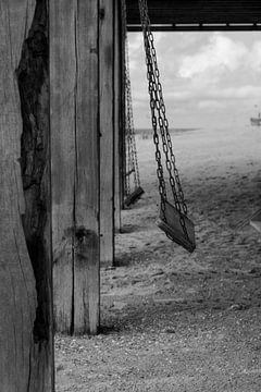 ... on the beach van Henriëtte Hoffs