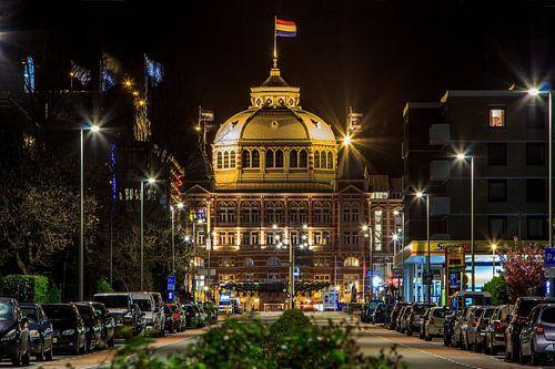 Kurhaus Scheveningen bij nacht