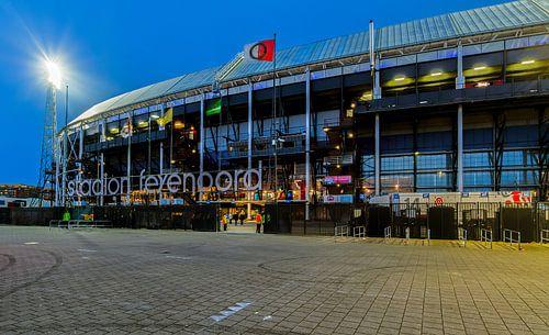 Het Feyenoord Stadion De Kuip tijdens een Europa League avond