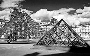 Parijs het Louvre van Peter Hofwegen