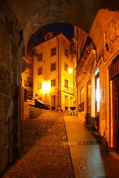 Arco de Almedina at dusk, Old Town, Coimbra, Portugal, Europe  I Torbogen Stadttor Arco de Almedina  von Torsten Krüger