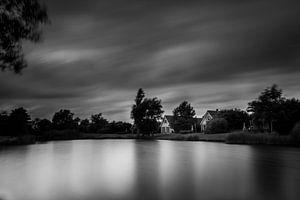 Zwart witte zonsondergang in Parc Sandur in Emmen van