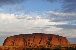 Uluru - Ayers Rock bij vallende avond,  Australië  van